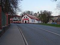 Velké Popovice, Ringhofferova 3, potraviny, autobus DPP.jpg