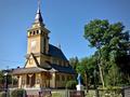 Vilniaus (Pavilnio) Kristaus Karaliaus ir Šv. Kūdikėlio Jėzaus Teresės bažnyčios eksterjeras vasarą.png
