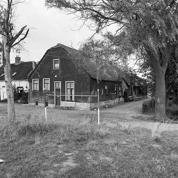File:Voor- en rechter zijgevel - Kralingse Veer - 20127633 - RCE.jpg