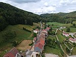 Vue aérienne du village de Leschères et de la nature environnante.JPG
