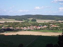 Vue sur Fléville dans la vallée de l'Aire, depuis la colline de l'Argonne.JPG