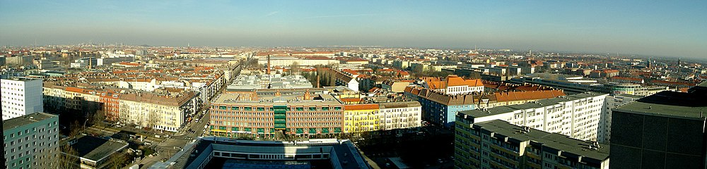Blick über das nördliche Prenzlauer Berg in Richtung Nordwesten. Im Vordergrund (waagrecht) die Greifswalder Straße mit den Kreuzungen Erich-Weinert-, Schieritz- und Ostseestraße (v.l.n.r.)