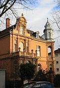 https://upload.wikimedia.org/wikipedia/commons/thumb/f/f1/Wiesbaden,_Kapellenstr._75.JPG/120px-Wiesbaden,_Kapellenstr._75.JPG