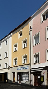 Wohn- und Geschäftshaus Grabengasse 19 (Passau) a.jpg