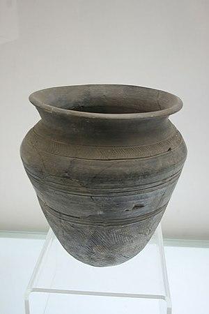 Bu Jiang - Image: Xia Dynasty pottery zun