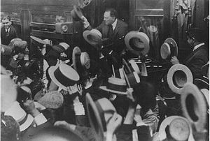 Argentine general election, 1928 - Former President Hipólito Yrigoyen works the crowd in a 1926 rally. Nostalgia for the charismatic populist brought UCR voters back into his fold in 1928.