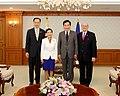 Yumi Hogan with South Korean Prime Minister Lee - 2017 (36854542136).jpg