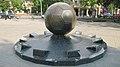 Памятник футбольному мячу, Харьков.jpg