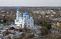Церковь Михаила Архангела с видом на город.jpg