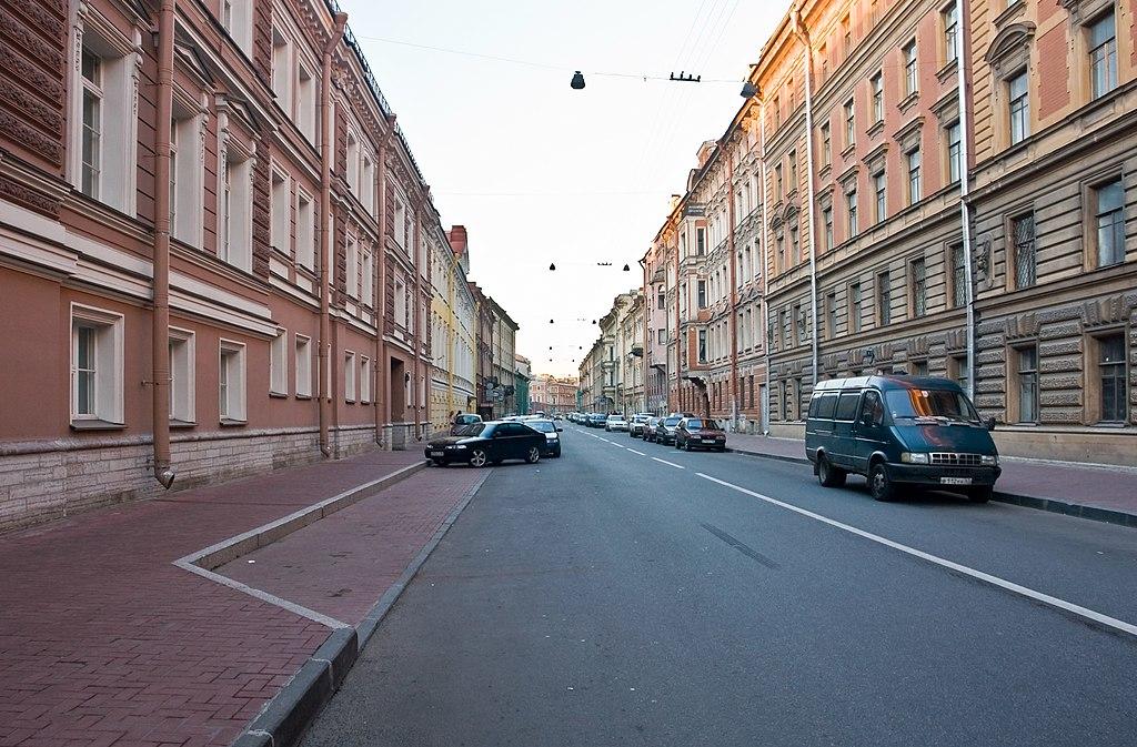 Невский проспект «встал» из-за автобуса, вкотором был найден бесхозный предмет