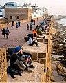 جدار سميك يحيط بالمدينة للحماية من الهجمات.jpg