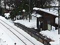 雪に埋もれた駅 - panoramio.jpg