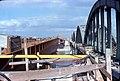 036R19270378 Stadt, Floridsdorferbrücke, stadtauswärts, links Stahltragwerk der neuen Brücke, rechts noch bestehende alte Brücke.jpg
