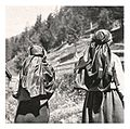 046 Bäuerinnen am Kirchweg bei Oppenberg - 1935.jpg