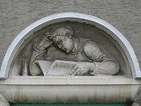 1100 Laxenburger Straße 203-217 Stg. 8 - Natursteinrelief Lesender Mann von Josef Riedl IMG 7412.jpg