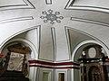 132 Sant Miquel dels Reis (València), cripta, tomba de Germana de Foix i altar.jpg