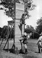 1945 'Arras' ovejero de la Gendarmería Nacional al batir el récord de altura.jpg