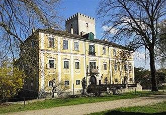 Bertha von Suttner - Image: 2013.07.28 Berta v. Suttner Schloss Harmannsdorf