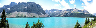 Bow Lake (Alberta) - Bow Lake at a roadside turnout on Alberta Highway 93