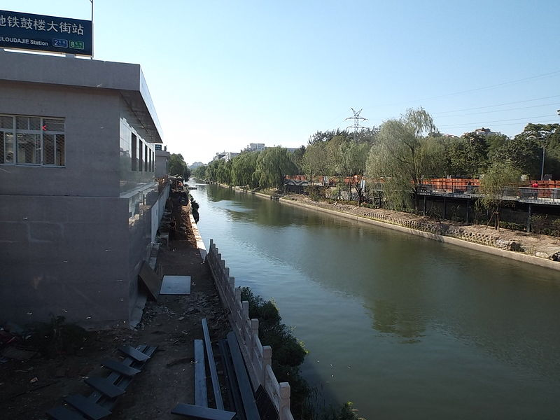 File:2014.09.04.144543 Canal Guloudajie subway station Beijing.jpg