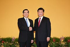 Ma Ying-jeou (left) and Xi Jinping (right) met in Singapore and shook hands on 7 November 2015