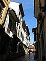 234 Calle de Bances Candamo (Sabugo, Avilés), al fons la Plaza del Carbayo.jpg
