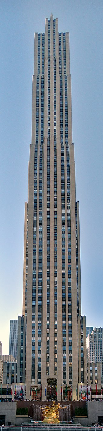 "Comcast Building (30 Rockefeller Plaza, or ""30 Rock"") from which the show is broadcast 29 - New York - Octobre 2008.jpg"
