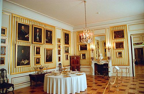 The chamber where the dignitaries would dine and meet with the King 2 Zamek Krolewski 54.jpg