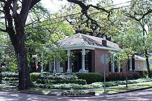 Oakleigh Garden Historic District - Image: 300 Chatham Street