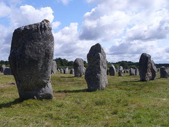 4748.1099 Menhire,bis zu 4 Meter hoch,von OstnachWest in 1167 Meter Langen Alignements(Granit-Steinreihen) in einem Halbkreis endend Le Ménec,Carnac ,Departement Morbihan,Bretagne Steffen Heilfort.JPG