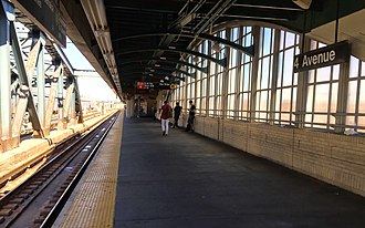 Fourth Avenue/Ninth Street (New York City Subway) - Manhattan/Queens-bound platform