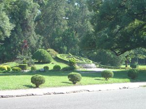 Ninth of July Park - The topiary sun dial