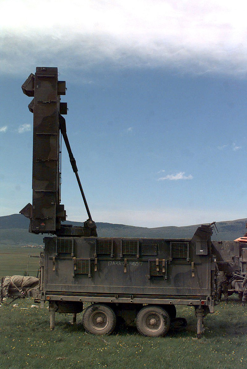 الأنظمة الرادارية لرصـد مـصادر نيران المدفعـية 800px-AN_TPQ-37_Firefinder_radar