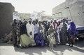 ASC Leiden - van Achterberg Collection - 6 - 038 - Un groupe de vingt femmes, vêtues de robes colorées et de foulards, de la TUNFA - Agadez, Niger - janvier 2005.tif