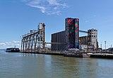 Abandoned grain silos at Pier 90, San Francisco 3.jpg