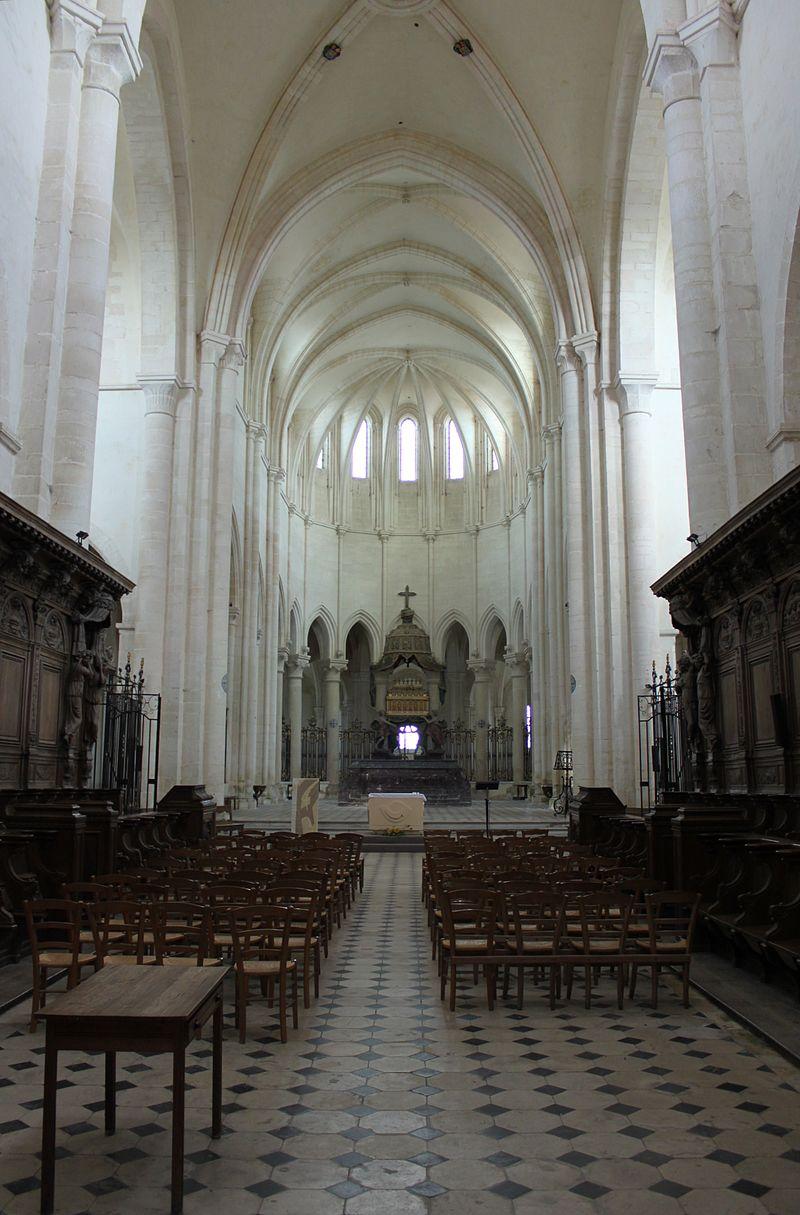 Abbaye de Pontigny - Abbatiale - Interieur 12.jpg