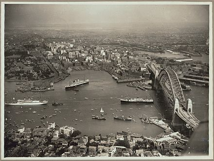 Aerial view of Sydney and Circular Quay on the day of the official opening of the Sydney Harbour Bridge, 19 March 1932 Aerial view of Sydney and Circular Quay on the day of the official opening of the Sydney Harbour Bridge, 19 March, 1932 (6174053762).jpg