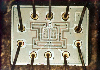 Resistor–transistor logic - Photograph of the dual NOR gate chip used to build the Apollo Guidance Computer