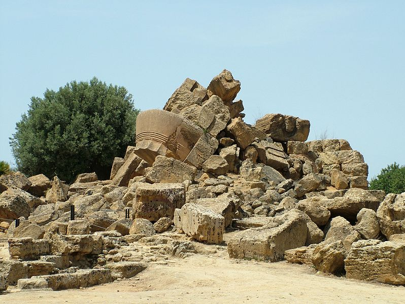 File:Agrigent Ruine Zeustempel.jpg