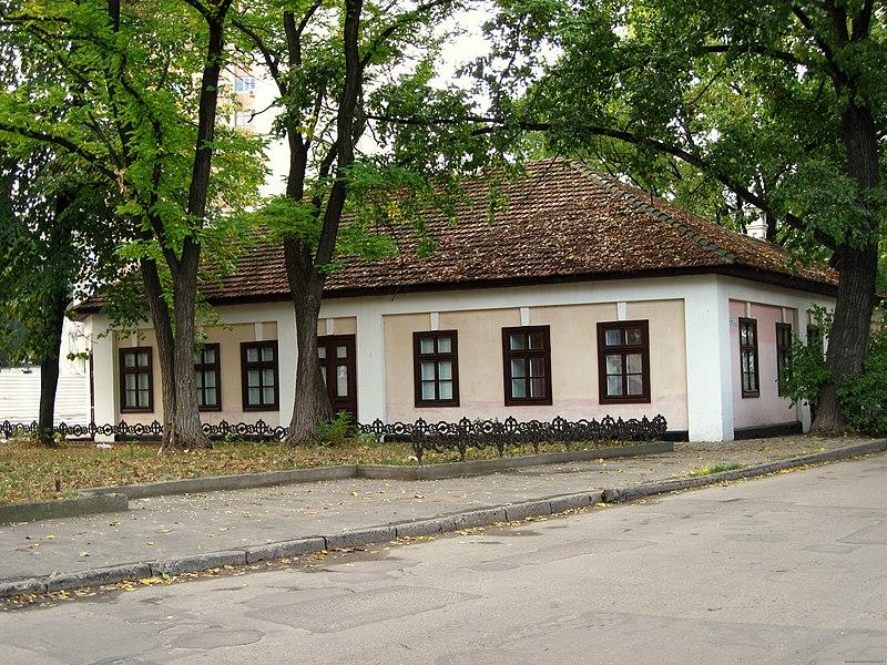 800px-Alexander_Pushkin%27s_house-museum_in_Chisinau._-_panoramio_-_Alexander_Murvanidze_%282%29.jpg