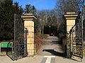 Alter Bremer Weg Ecke Harburger Straße, Torplatz in Celle, Eingang Hehlentorfriedhof westlicher Teil, Kriegsgräberstätte.jpg