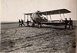 Am Flugplatz Landung des Apparates in Kragla (BildID 15530102).jpg
