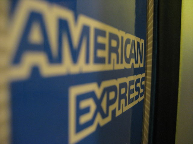 American Express sign by Marcus Quigmire from Florida, USA [CC BY-SA 2.0 (https://creativecommons.org/licenses/by-sa/2.0)]
