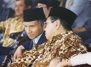 Abdurrahman Wahid - Amien Rais and Abdurrahman Wahid converse during a session of the MPR.