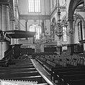 Amsterdam. Interieur van de Westerkerk met preekstoel met het kleine orgel, Bestanddeelnr 918-1335.jpg
