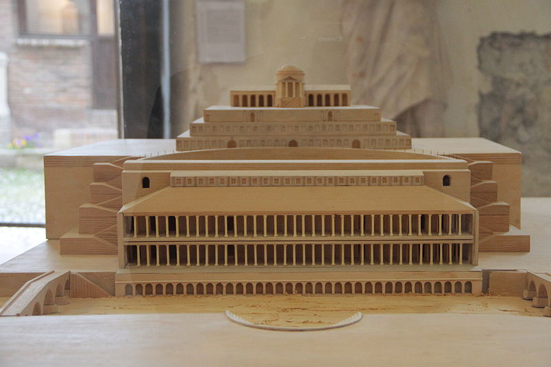 Archivo:Ancient Roman theatre (Verona), plastic model1.JPG