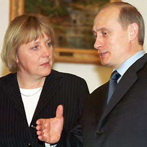 Angela Merkel and Vladimir Putin in Moscow 2002