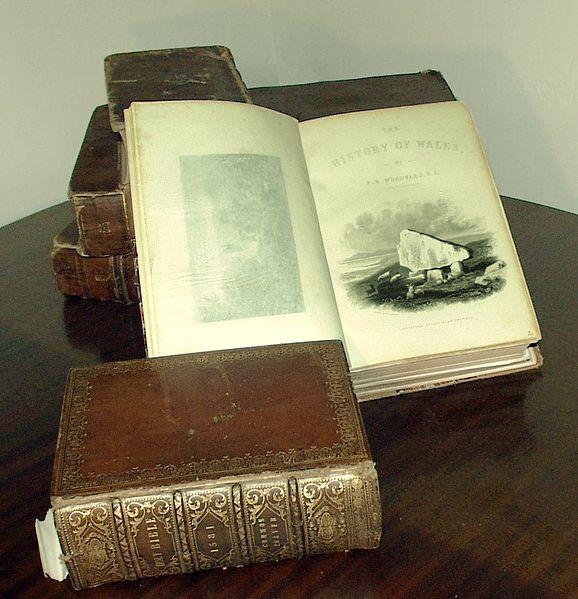 File:Antique-books-woodward.jpg