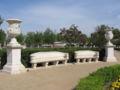 Aranjuez JardinIsabelII BancosJarrones.jpg