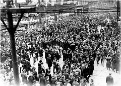 ArmisticeDay1918QueenYonge.jpg